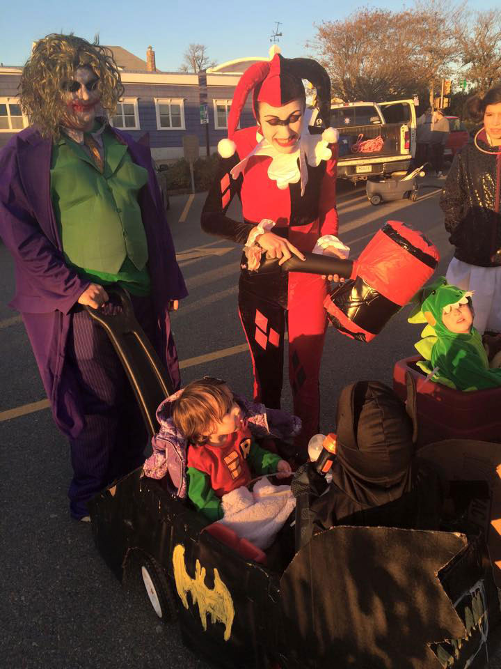 Family costume theme Arkham