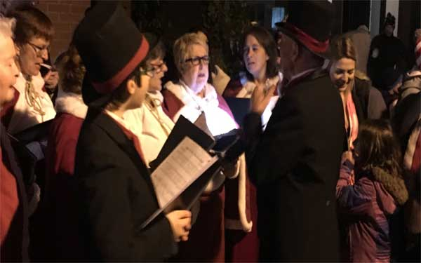 Join the carolling of all your Christmas favourites!