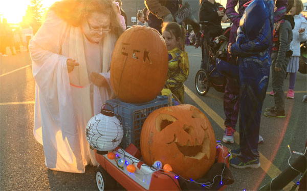 Someone DID say this was a Jack-O-Lantern Parade :)